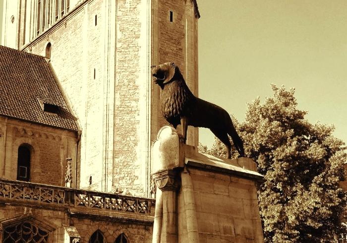 ロマネスク美術・獅子像