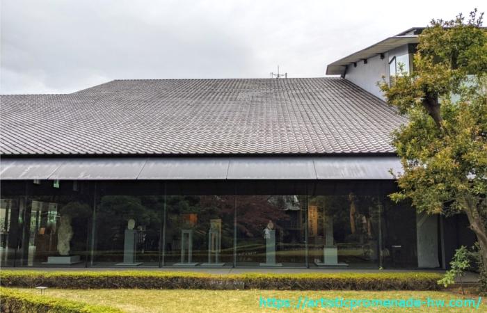 庭園から見た根津美術館